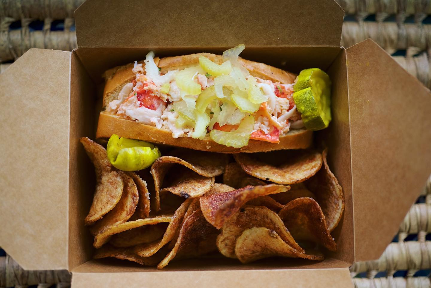 bay shore seafood restaurant best lobster roll near me